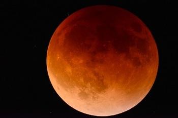 moon-2146596_1280-1.jpg